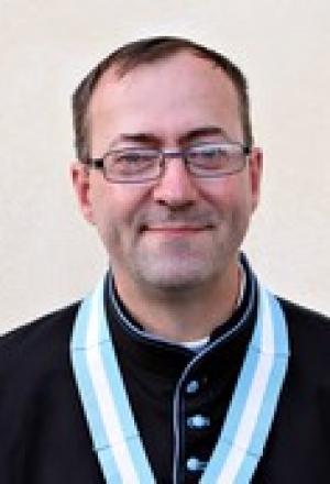 contacter un prêtre gay